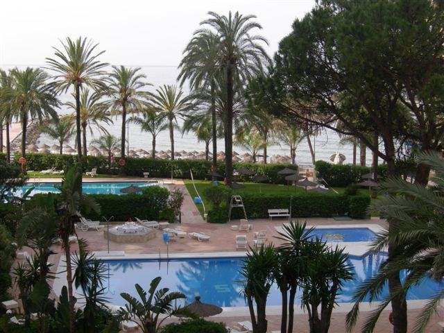 SOLD!! – Skol Apartments, Marbella: 3rd Floor 2 bedroom beachfront sea-view apartment for sale