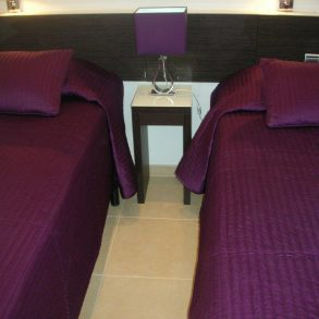 Skol Apt 811A Modern 1 Bedroom apartment with own exclusive FREE WIFI!